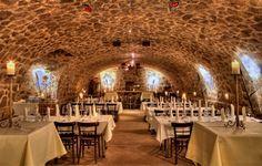 Ob Hochzeitsfeiern, Firmenfeste oder Geburtstage, unser historischer Gewölbekeller mit seinem einzigartigen Ambiente bietet viel Platz für Ihre Gäste und lässt Ihre Feier zu einem unvergesslichen Erlebnis werden.    Durch die hervorragende Größe des Gewölbekellers können bis zu 130 Personen sitzend und max. 220 Personen unbestuhlt Platz finden.    Ungestört feiern und tanzen, bis in die frühen Morgenstunden, das ist es, was diese Location so einzigartig macht ...