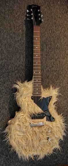 Gibson Les Paul Chewbacca Signature Electric Guitar - Great for a laugh even if not for fast screaming riffs! Gibson Les Paul Chewbacca Signature Electric Guitar - Great for a laugh even if not for fast screaming riffs! Guitar Art, Music Guitar, Cool Guitar, Playing Guitar, Ukulele, Guitar Scales, Gibson Les Paul, Chewbacca, Angus Young