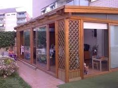 Resultado de imagen para cerramiento terrazas madera Roof Gardens, Ideas Para, Shed, Outdoor Structures, Patio, Room, Glass, Wooden Decks, Terrace Design