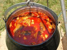 Halászlé, ahogy a Nagypapám csinálta! Az egész család imádta! Curry, Favorite Recipes, Ethnic Recipes, Soups, Curries, Soup