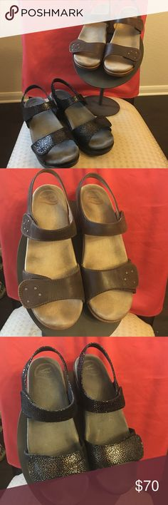 ⚡️Labor Day Sale⚡️Dansko bundle size 40 Dansko Sonnet bundle, comfortable shoes that can be worn all day. These have been used but  still has a lot of life in them. Great shoes:) Dansko Shoes Sandals