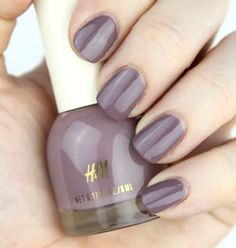 H&M Nail Polish in Mauve on Up Nail Swatch