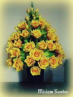Arranjo canto de sala com rosas grandes em eva