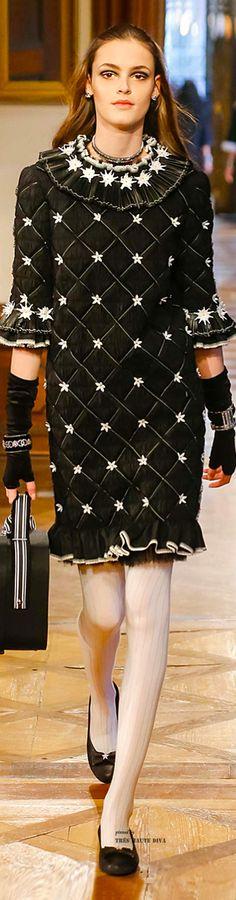 Chanel Pre-Fall 2015 Fashion Show Collection: See the complete Chanel Pre-Fall 2015 collection. Look 76 Fashion Week, Look Fashion, Runway Fashion, Fashion Show, Fashion Design, Chanel Outfit, Chanel Fashion, Karl Otto, Chanel Couture