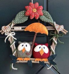 Garland Idea with felt & fabric Hobbies And Crafts, Diy And Crafts, Crafts For Kids, Felt Crafts, Fabric Crafts, Christmas Owls, Christmas Ornaments, Sewing Projects, Craft Projects