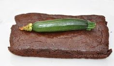 Ce gâteau chocolat courgette sans beurre ni farine est le gâteau idéal pour se faire plaisir et ne pas culpabiliser à la dégustation grâce à sa légèreté.