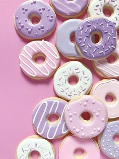 Savoy biscuit with Mercotte chocolate - HQ Recipes Kreative Snacks, Food Wallpaper, Donut Party, Cute Desserts, Cute Cookies, Owl Cookies, Royal Icing Cookies, Iced Sugar Cookies, Baking Cookies