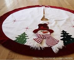Christmas tree skirt with scarfed snowman and fir trees. Xmas Tree Skirts, Christmas Tree Skirts Patterns, Christmas Skirt, Christmas Sewing, Felt Christmas, Christmas Time, Christmas Stockings, Xmas Ornaments, Christmas Tree Decorations