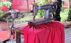 Máquina de coser y máquina de moler antiguas / Old Sewing Machine and Grind Machine