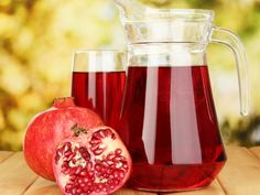 17 Best Benefits Of Pomegranate Juice For Skin, Hair And Health Pomegranate is a thick skinned super seedy fruit, with a brilliant red hue which is now touted as a wonder fruit by scientific. Pomegranate For Skin, Pomegranate Juice Benefits, Pomegranate Seeds, Healthy Fruits, Healthy Drinks, Healthy Juices, Grenade Fruit, Juice For Skin, Juicing Benefits