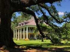 The lovely Houmas House Plantation and Gardens on #Louisiana's River Road. @houmashouse @TourAscension #TourAscension #OnlyLouisiana @louisianatravel #travel #TBIN #ad
