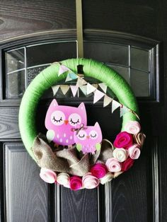 Owl wreath with different colors for fall