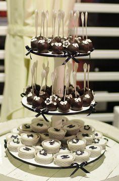 Le Delizie di Amerilde. Fashion cake. Chanel cupcake and cakepops. See more on www.ledeliziediamerilde.it