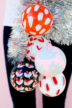 75b78c6fe23 40 Tips For Decorating Your Apartment with Ornament Christmas