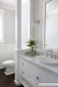 Love the color combinations in this bathroom| via Thesunnysideupblog.com.