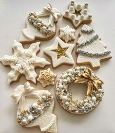 If you haven't had a Christmas cookie decorating party, you are missing out on one fun holiday event. Get inspired with these creative Christmas cookies (and some cakes, too! Christmas Tree Cookies, Christmas Desserts, Christmas Treats, Christmas Baking, Gingerbread Cookies, Christmas Decor, Gingerbread Men, White Christmas, Christmas Time