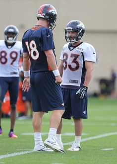 Peyton Manning talking to Wes Welker. Wes looks like a little kid next to  Peyton. If I wasn t a Seahawks fan in the first place 0de716016