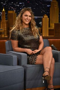 The baddest woman on the planet the gorgeous wwe raw rowdy Ronda Rousy in a tight dress. Ronda Rousey Hot, Ronda Jean Rousey, Wwe Female Wrestlers, Female Athletes, Ronda Rousy, Divas Wwe, Rousey Wwe, Belle Nana, Rowdy Ronda