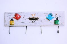 Esse lindo porta pano de prato pode ser utilizado na sua cozinha para pendurar avental, pano de prato e até panelas.  Todo em madeira ele dará uma alegria a mais ao ambiente.  Tamanho: 69 cm de comprimento x 24 cm de comprimento (com gancho). R$ 45,00