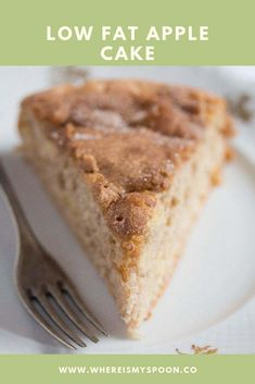 Healthy Apple Cake – Low Fat Cake Recipe A delicious and easy to make French apple cake or low fat apple cake. Serve warm or at room temperature with Greek yogurt, whipped cream or vanilla ice cream. Healthy Apple Cake, Healthy Cake Recipes, Apple Cake Recipes, Yogurt Recipes, Baking Recipes, Dessert Recipes, Recipe Apple Yogurt Cake, Thm Recipes, Chicken Recipes
