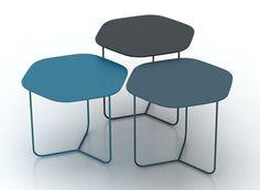 Légèreté, une mosaïque de tables en élévation, une configuration à géométrie variable, un subtil jeu de formes, de couleurs, de hauteurs, Pétales est une très belle relecture de la table basse gigogne. Un grand coup de coeur pour la table Pétales qui me rappelle la sobriété