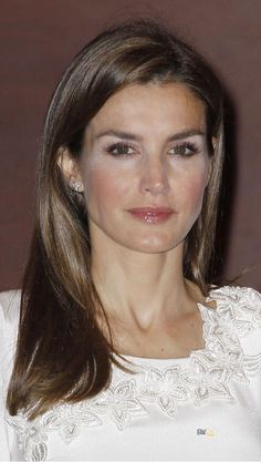 Queen Letizia. Long cut Spanish Royal Family, Long Cut, Power Dressing, Queen Letizia, Royal Families, New Pictures, Royals, Style Fashion, Fashion Dresses