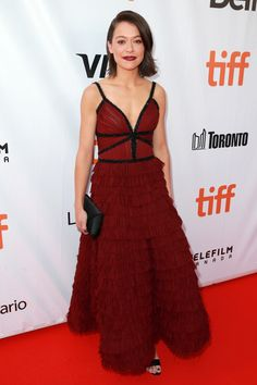 Tatiana Maslany attends the 'Stronger' premiere during the 2017 Toronto International Film Festival at Roy Thomson Hall on September 2017 in Toronto, Canada. Best Celebrity Dresses, Celebrity Red Carpet, Celebrity Style, Orphan Black, Tatiana Maslany, Red Carpet Gowns, International Film Festival, Red Carpet Fashion, Shorts