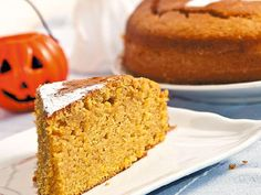 This easy and delicious pumpkin cake is perfect for celebrating Halloween or fall! Gluten Free Pumpkin Cake Recipe, Pumpkin Cake Recipes, Pumpkin Dessert, Fall Recipes, My Recipes, Dessert Recipes, Food Cakes, Pumpkin Butter, Winter Desserts