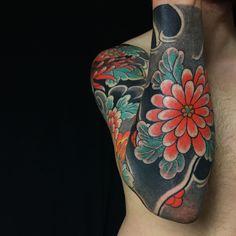 Chrysanthemums Full Sleeve - Japanese tattoo by Caio Piñeiro