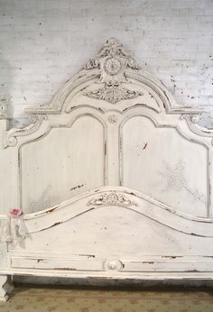 Painted Cottage Chic Shabby Queen / King Bed - Away Suitcase Cottage Chic, French Cottage, Shabby Cottage, Antique Beds, Antique Furniture, Painted Furniture, Distressed Furniture, Refurbished Furniture, Repurposed Furniture