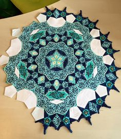Paula Trescothick Sheer shared to Millefiori/ La Passacaglia English Paper Piecing Facebook group. Beautiful placement in the large cog. Very original.