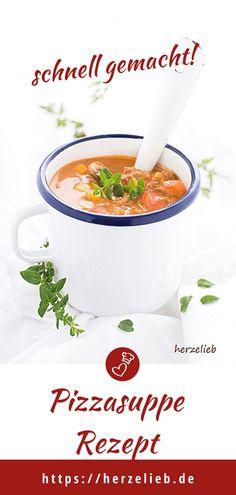 Suppen Rezepte, Party Rezepte: Pizzasuppe Rezept von herzelieb - ganz einfach zauberst du eine Partysuppe mit Hackfleisch und Käse vom Feinsten. Das Rezept ist Lowcarb, glutenfrei, schnell, einfach und so lecker. Schnell gemacht und ein tolles Mittagessen oder Abendbrot. #herzelieb #suppe #partysuppe #lowcarb #hackfleisch #käse #oma #pizza Catering, Soup Recipes, Foodblogger, Glutenfree, Buffet Recipes, Lunches, Easy Meals, Catering Business, Gastronomia
