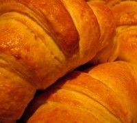 Wil je eens wat anders op tafel zetten met het Pasen of Kerst ontbijt? Maak dan heerlijke croissants gevuld met FunCakes amandelspijs.