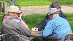 Popa, CFA România: Într-o lume fără pensii private ar trebui să ne aşteptăm la o pensie de 32% din ultimul salariu Cowboy Hats, Baseball Hats, Baseball Caps, Caps Hats, Baseball Cap, Snapback Hats