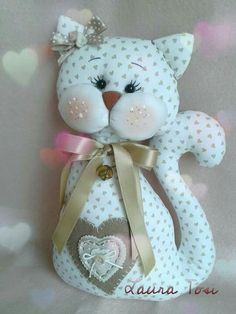 images attach d 0 129 279 I couldn't find an actual web site for a pattern or instructions, but it's so Cute I'll figure it out. This Pin was discovered by Mar Sewing Toys, Sewing Crafts, Sewing Projects, Craft Projects, Fabric Toys, Fabric Crafts, Cat Crafts, Diy And Crafts, Sock Dolls