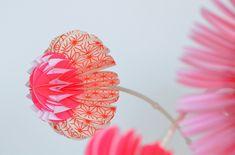 paper flowers and bubble vases - Jorine Oosterhoff - Bloesem Living Felt Flowers, Diy Flowers, Fabric Flowers, Paper Flowers, Cloth Flowers, Diy Paper, Paper Art, Paper Crafts, Diy Crafts