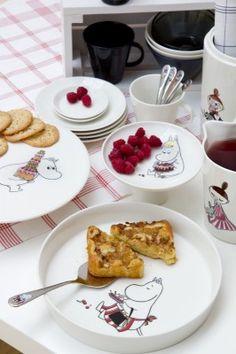 New range of Moomin crockery from Arabia Moomin Valley, Australian Native Flowers, Ceramic Shop, Tove Jansson, Food Design, Pie Dish, Finland, Scandinavian, Nom Nom