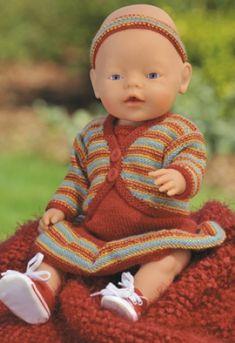 Strikkeopskrifter til baby og børn - smart og sødt tøj til alle aldre Knitting Dolls Clothes, Crochet Doll Clothes, Crochet Dolls, Crochet Hats, Ag Dolls, Reborn Dolls, Girl Dolls, Knitting For Kids, Baby Knitting