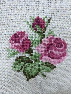 This Pin was discovered by çiç Cross Stitch Heart, Cross Stitch Borders, Cross Stitch Flowers, Cross Stitch Designs, Cross Stitch Patterns, Ribbon Embroidery, Cross Stitch Embroidery, Cross Stitch Rose, Embroidered Towels