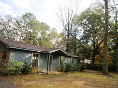 5557 Versye Avenue, Mobile... $47,500... Baldwin MLS#193599... FORECLOSURE SUBJECT TO ALABAMA RIGHT OF REDEMPTION. 3/2 WOOD SIDED HOME ON LARGE LOT; BACK PATIO;EAT IN KITCHEN PLUS LIVING AREA; KITCHEN HAS ELECTRIC RANGE, MICROWAVE AND DISHWASHER; TILE FLOORS; PARTIALLY FENCED YARD; STORAGE BUILDING. Contact Leslie Anderson Neyhart at 251-391-0556 for more info