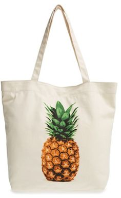 How cute is this pineapple canvas tote bag? It's super lightweight and perfect for a day at the beach, weekend shopping or a trip to the farmer's market. Now just need a pineapple towel or swimsuit to match! Yellow Purses, White Purses, White Tote Bag, White Handbag, Canvas Purse, Canvas Tote Bags, Tote Purse, Tote Handbags, Replica Handbags