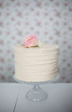 A flower on top. such a sweet and simple designed cake! Elegant Birthday Cakes, Birthday Cakes For Women, Birthday Cake For Women Elegant, Pretty Cakes, Beautiful Cakes, Amazing Cakes, Simply Beautiful, Gateau Baby Shower, Bolo Floral