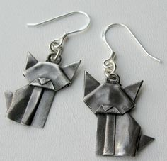 Today I want to share with you a very creative and original project girls will love.......origami earrings. You will find many sites...