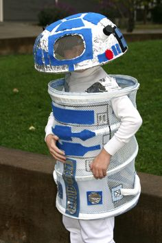 R2d2-Hmmm... Looks like it's made from one of those pop-up hampers and a white salad bowl! (With details added, of course.)