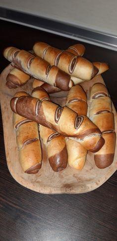 Fatörzs kifli - kalcirecept.hu Hot Dog Buns, Hot Dogs, Bread, Baking, Cake, Recipes, Food, Drink, Amigurumi