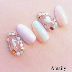 How cute are these dreamy mermaid nails?! ✨✨    Featured Amaily's Sea Aurora stickers are available at DAILYCHARME.COM.    Photo - @amaily_jp