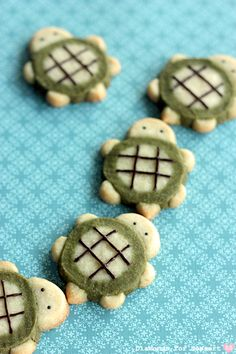 matcha mini turtle cookies, but they're pretty darn cute! Turtle Cookies, Matcha, Cute Desserts, Delicious Desserts, Yummy Food, Icebox Cookies, Cupcake Cookies, Sugar Cookies, Cupcakes
