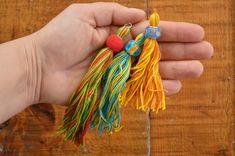 DIY BEADED TASSELS Diy Embroidery Floss Tassel, Diy For Bags, How To Make Tassels, Origami Butterfly, Diy Tassel, Diy Keychain, Fabric Beads, Beaded Garland, Sock Yarn