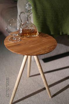 Lille bord i Ask og Ahorn Woodturning, Table, Furniture, Home Decor, Wood Turning, Decoration Home, Room Decor, Turning, Tables
