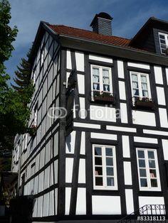 die pfarrkirche st alexander mit herbstlichen b umen vor blauem himmel in oerlinghausen. Black Bedroom Furniture Sets. Home Design Ideas